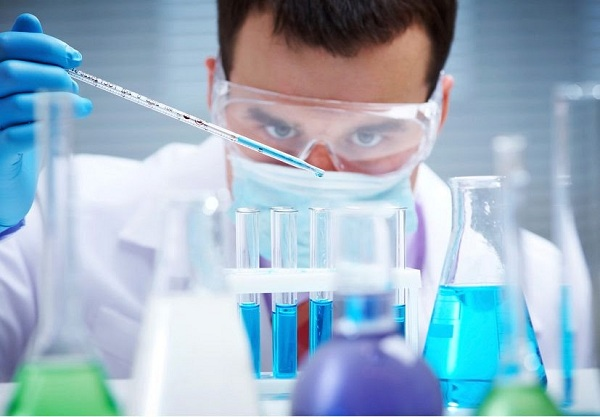 Ứng dụng của nước cất trong sản xuất mỹ phẩm là gì